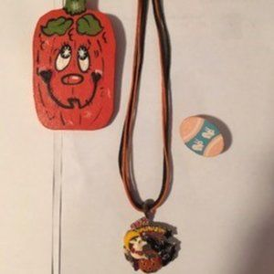Necklace/two brooches